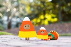 Candy corn twins Cardboard Camera, Danbo, Candy Corn, Box Art, Happy Halloween, Christmas Ornaments, Holiday Decor, How To Make, Fun
