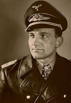 Hans-Ulrich Rudel -Awarded the Knight's Cross of the Iron Cross with Golden Oak Leaves, Swords and Diamonds. Only one ever given out) Rudel was the most decorated German serviceman of World War II. Luftwaffe, German Soldiers Ww2, German Army, Military Men, Military History, Landing Craft, Germany Ww2, Flying Ace, Fighter Pilot