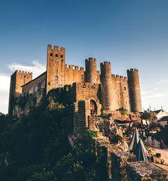 Cavaleiros e artesãos, torneios, espetáculos musicais e teatro de época. Todos os símbolos dos tempos medievais estão à sua espera em Óbidos. Entre neste Mercado! #viaverde e#viagensevantagen #Portugal