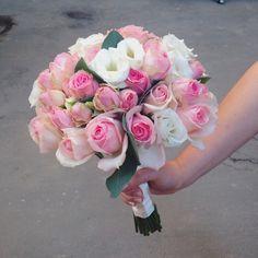 Wedding bouquet / свадебный букет из роз, эустомы и эвкалипта.