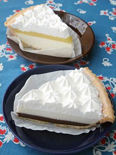TED'S BAKERY – coconuts pudding & chocolate pie and cream cheese with passion fruit jelly pie