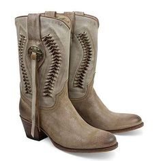 #Productoftheweek #SENDRABOOTS 13395  DEBORA SABIA TAUPE 104. The perfect combination for the spring outfits without losing the personal style of the #SendraAddicts