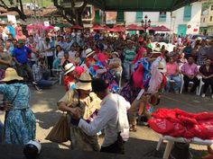 @Isvimed con la comunidad de San Rafael, entregando Mejoramientos de Vivienda. @AlcaldiadeMed @anibalgaviria.