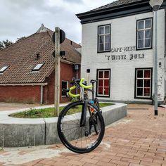 Vandaag heb ik ruim 65 km gefietst en dat is dus best eind. Ik kwam onder andere door #Middelstum #Winsum en #Adorp maar dan wel in een andere volgorde Onderweg kreeg ik bij gaan we ook nog een beetje motregen op mijn hoofd en op mijn #fiets en dat vond ik niet leuk. Ik was om ongeveer 13:30 uur #vanmiddag thuis en vanmiddag heb ik eem televisie gekeken want vandaag was natuurlijk ook weer de Tour de france erop en ik heb niet naar Nederland heen gekeken want ik word van die commentatoren kotsmi