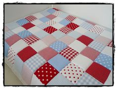 Krabbeldecken - Patchworkdecke hellblau/rot/weiß - ein Designerstück von MaiDesign bei DaWanda