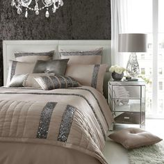 Luxury bedding by Kylie Minogue - satin, sequins and noble patterns - Home Decoration Glam Bedroom, Bedroom Sets, Bedroom Decor, Stylish Bedroom, Master Bedroom, Sequin Bedding, Kylie Minogue At Home, Luxury Bedding Sets, Bed Sets