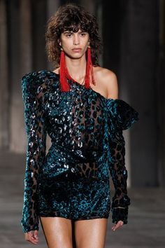 Saint Laurent Spring 2017 Ready-to-Wear Accessories Photos - Vogue Fashion Week Paris, Fashion 2017, Teen Fashion, Runway Fashion, High Fashion, Fashion Show, Womens Fashion, Fashion Design, Fashion Trends