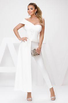 Bluza eleganta alba este o bluza pusa in evidenta prin trena laterala. Bluza este accesorizata cu cupe. Impreuna cu o pereche de pantaloni si o pereche de pantofi cu toc inalt reprezinta tinuta perfecta pentru o seara de club sau pentru un eveniment. Atmosphere Fashion, Corset, Formal Dresses, Photos, Atelier, Dresses For Formal, Bustiers, Pictures, Formal Gowns