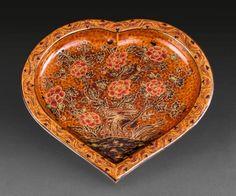 Zsolnay szív alakú dísztál Teapots, Serving Bowls, Decorative Bowls, Plates, Tableware, Home Decor, Licence Plates, Dishes, Dinnerware