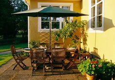 Slik lager du en blomstrende gjerde - viivilla.no Backyard Landscaping, Gazebo, Outdoor Structures, Patio, Landscape, Outdoor Decor, Gardening, Garden Ideas, Home Decor