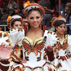 Another favorite of the Oruro Carnival this year. The lobster/scorpion design is definitely an eye-catcher! Make-up & nails are up to par.