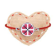 Brățară mărțișor cu șnur roșu și pin floral Floral, Straw Bag, Handmade, Bags, Handbags, Hand Made, Flowers, Flower, Bag