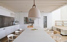 Planell-Hirsch Oficina de Arquitectura designed a loft in an old factory building in Barcelona keeping industrial details while adding modern elements.