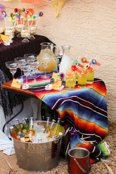 Day of the Dead Thanksgiving/Fall Party Ideas Tag der Toten Erntedank / Herbst Party Ideen Mexican Birthday Parties, Mexican Fiesta Party, Fiesta Theme Party, Taco Party, Snacks Für Party, Party Themes, Party Ideas, Mexican Dinner Party, Mexican Fiesta Decorations