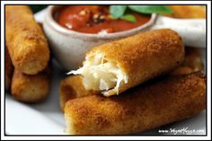 Vegan Mozzarella Sticks - Dairy-Free Appetizer - Vegan Huggs - Vegan Mozzarella Sticks – interesting to use heart of palm for the cheese. No gluten for me, so I - Vegan Apps, Vegan Foods, Vegan Snacks, Vegan Meals, Healthy Lunches, Vegetarian Food, Healthy Eats, Dairy Free Appetizers, Popular Appetizers