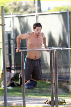 brant daugherty shirtless workout park 03