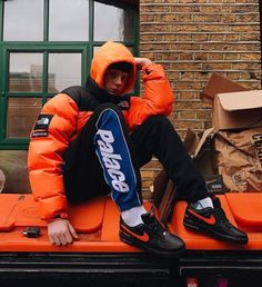 the north face jacke nuptse orange Mode Streetwear, Streetwear Fashion, Hip Hop Sneakers, Denim Sneakers, Sneaker Women, Parisian Girl, Urban Fashion, Mens Fashion, Tumblr Boys