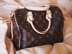 LV Women Leather Shoulder Bag Tote Handbag, 2019 New LV Collection to Have. New Louis Vuitton Handbags, Louis Vuitton Artsy, New Handbags, Vintage Louis Vuitton, Louis Vuitton Speedy Bag, Louis Vuitton Monogram, Tote Handbags, Fashion Bags, Fashion Handbags