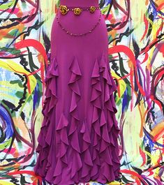 Flamenco skirt composed of 6 sheets and 18 vertical ruffes that make it particularly rich. Flamenco Costume, Flamenco Skirt, Belly Dance Costumes, Dance Outfits, Modest Outfits, Dance Dresses, Look Fashion, Diy Fashion, Fashion Dresses