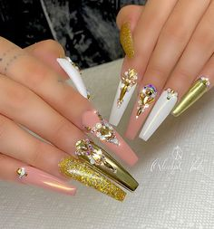 Want some ideas for wedding nail polish designs? This article is a collection of our favorite nail polish designs for your special day. Gold Nail Designs, Nail Polish Designs, Nail Polish Colors, Nails Design, Gold Nails, Stiletto Nails, Bling Nails, Golden Nail Art, Wedding Nail Polish
