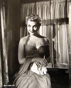 Judy Holliday Judy Holliday, Hollywood Actor, Famous Women, Looks Cool, Movie Stars, Singer, Actors, Film, People