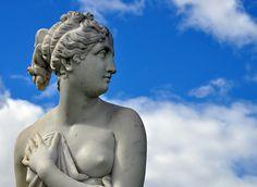 Statue of Venus - Rosalind Park Bendigo, via Flickr.