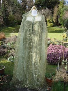 Acarith's summer dress and cloak- for the lighter hues of the world..