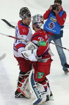 Varlamov and Bryzgalov after the Lokomotiv-CSKA game on 11/18/2012