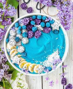 Smoothie Bowl by Headover to her page for loads of deliciously healthy recipes! Fruit Smoothies, Healthy Smoothies, Smoothie Recipes, Healthy Drinks, Beaux Desserts, Cute Desserts, Cute Food, Yummy Food, Tasty