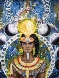 Khonsu faceva  parte della triade tebana insieme ad Amon e Mut di cui era considerato figlio. Si tratta di una divinità lunare associato talvolta con Shu, dio dell'aria. Signore della verità, emetteva oracoli. Divenne fonte di fertilità e sviluppo, un donatore di vita, che talvolta accompagnava Thoth per misurare il tempo. Nell'iconografia religiosa era rappresentato come un uomo con i capelli acconciati ancora in modo infantile (con la treccia laterale) e recante sul capo il disco lunare.