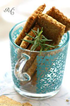 Ribes e Cannella: Biscotti salati all'olio d'oliva, nocciole, rosmarino e semi di sesamo