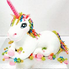 Birthday is a special day for everyone, and a perfect cake will seal the deal. Fantasy fictions create some of the best birthday cake ideas. Surprise your loved one with a creative cake that displays the best features of his/her favorite fantasy fictions! Unicorn Head Cake, Unicorn Cake Topper, Unicorn Eyes, Rainbow Unicorn, Beautiful Cakes, Amazing Cakes, Animal Cakes, Cool Birthday Cakes, Novelty Cakes