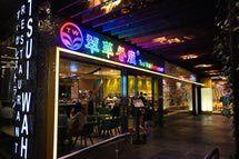 Tsui Wah Restaurant at the Peak Galleria, Hong Kong. - Mk2010/Wikimedia Commons