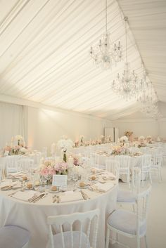 Décoration mariage glamour chic et romantique - Wedding Ideas Romantic Wedding Decor, Luxury Wedding Dress, Tent Wedding, Glamorous Wedding, Wedding Reception Decorations, Wedding Themes, Wedding Table, Wedding Colors, Wedding Flowers