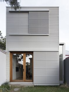 Pretty Small House Design Architecture Ideas Small is in. The small house design requires more creativity to provide everything you want in a smaller space. Architecture Design, Minimalist Architecture, Australian Architecture, House Cladding, Exterior Cladding, Steel Cladding, Small House Living, Small House Plans, Living Spaces