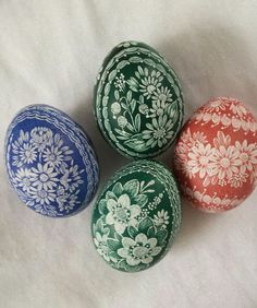 Paint Drop, Scratch Art, Ukrainian Easter Eggs, About Easter, Egg Art, Egg Decorating, Egg Shells, Holidays And Events, Arts And Crafts
