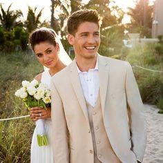Любая девушка становится шикарной, когда с ней мужчина, который умеет зажечь ее глаза и украсить ее жизнь. #wedding1758 #weddings #weddingdress #weddingphotography #lovely #lovestory #невеста #жених #счастливаяпара http://gelinshop.com/ipost/1518893695377877907/?code=BUUMcS8lCuT