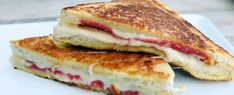Awesome tosti: Kaas, salami, ei en barbecuesaus