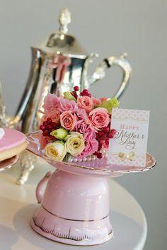 28 ideas for mothers day brunch ideas table decorations tea cups Mothers Day Brunch, Happy Mothers Day, Mother Day Gifts, Tea Party Decorations, Deco Table, High Tea, Floral Arrangements, Flower Arrangement, Tea Pots