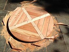 DIY X Base Circular Dining Table - Jaime Costiglio A DIY tutorial to build an X base dining table with a circular top. A modification on an Ana White Round Patio Table, Circular Dining Table, Diy Dining Table, Diy Farmhouse Table, Patio Dining, Dining Rooms, Diy Table Top, Ana White, Diy Esstisch