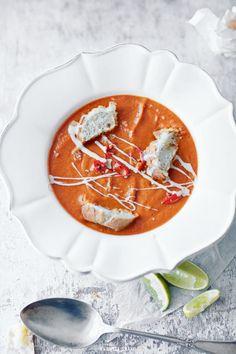 zupa z ciecierzycy: do rosołu dodać ciecierzycę ugotowaną z puszki (zblenderowaną) i puszkę przecieru pomidorowego. Dodatkowo śmietana i ulubione zioła (np. kolendra, estragon i kmin rzymski) + papryczka chilli + łyżka cukru + podsmażona cebula z czosnkiem. Jak chesz, żeby była kwaskowata, to wciśnij pół limonki