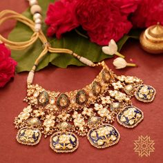 Something for the bride's treasure box! Find this and many more from Manubhai's bridal collection at Meena Bazaar, Chennai on and September 😍 Antique Jewellery Designs, Fancy Jewellery, Royal Jewelry, Bridal Jewellery, Indian Jewelry Sets, Indian Wedding Jewelry, Women Jewelry, Fashion Jewelry, Indian Bridal