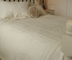 £49.50 plus £5 Pnp BEAUTIFUL-FINELY-STITCHED-CREAM-QUILTED-BEDSPREAD-DOUBLE-100-COTTON-PATCHWORK