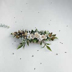 Greenery and ivory headpiece gold leaf hair piece ivory hair Bridal Hair Chain, Bridal Hair Flowers, Bridal Hair Vine, Gold Headpiece, Floral Headpiece, Rustic Wedding Hairstyles, Pearl Hair Pins, Wedding Hair Accessories, Hair Piece