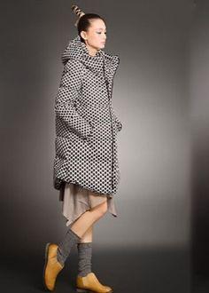 Длинные женские пуховики (53 фото) 2016: жилеты, зимние, с капюшоном, ниже колена, больших размеров
