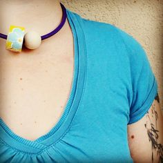 1001 necklace violet! Just electric cable, wood, wallpaper and magnet!  :)