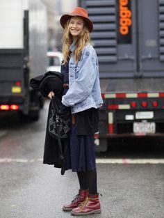 Layers after layers! Love. Behati Prinsloo #hobo #fashion #Streetstyle