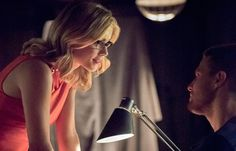 The CW Network just released this new picture from the upcoming fourth season of Arrow featuring Oliver Queen (Stephen Amell) and Felicity Smoak (Emily Bett Rickards). The fourth season of Arrow w. Felicity Smoke, Oliver Queen Felicity Smoak, Stephen Amell Arrow, Arrow Oliver, Arrow Cast, Arrow Tv, Arrow Season 4, The Cw Tv Shows, Team Arrow