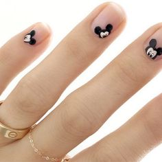 Quanto ci piace questa manicure dedicata a Mickey Mouse? Makeup Beauty Room, Mickey Mouse Nails, Disney Nails, Mani Pedi, Nails Inspiration, Nail Designs, Nail Art, Fashion, Manicure