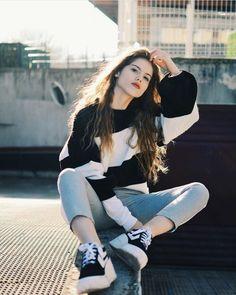 Best Photo Poses, Girl Photo Poses, Girl Photos, Stylish Photo Pose, Stylish Girl Pic, Fashion Photography Poses, Photography Women, Photographie Portrait Inspiration, Teenage Girl Photography